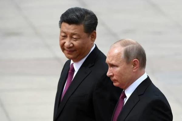 پوتین: روسیه و چین پول ملی خود را جایگزین دلار می نمایند