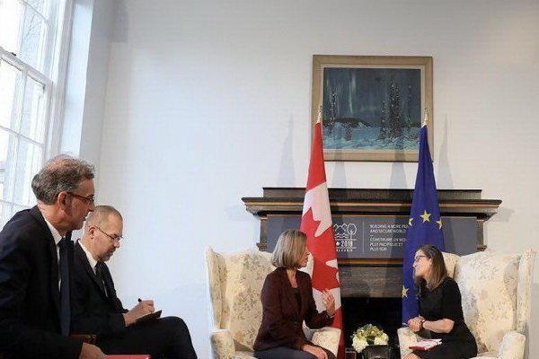 وزیر خارجه کانادا و موگرینی دیدار کردند
