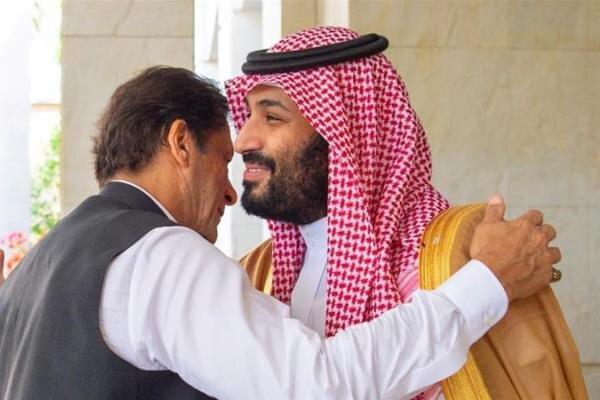 عمران خان وارد عربستان شد