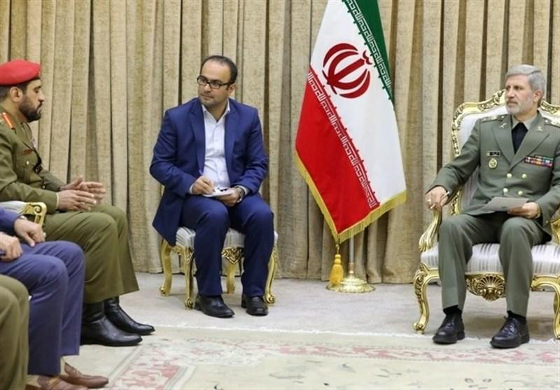 تأکید وزیر دفاع بر تقویت همکاری های نظامی و دفاعی بین ایران و عمان