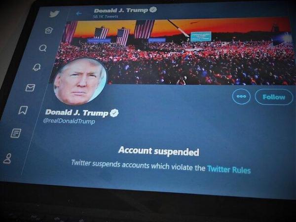توئیتر حساب ترامپ را تعلیق کرد