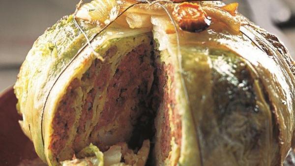 طرز تهیه کیک بی نظیر با برگ کلم و گوشت عربی