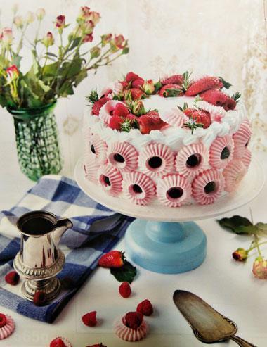 مرنگ کیک؛ کیکی خوشمزه با تم صورتی